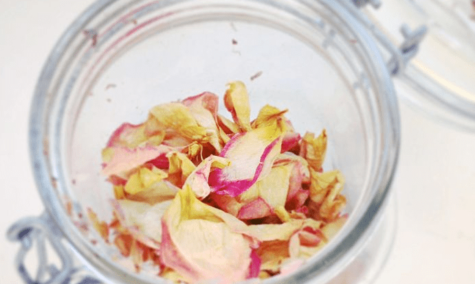 Read more about the article Homemade Potpourri a natural aroma to perfume your home